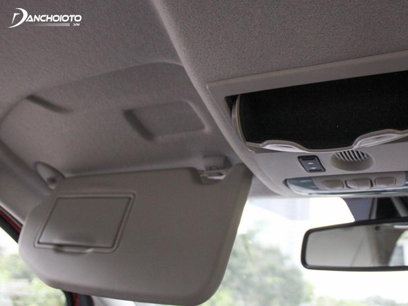 Đa phần xe ô tô phổ thông đều có trần nguyên bản dạng nỉ