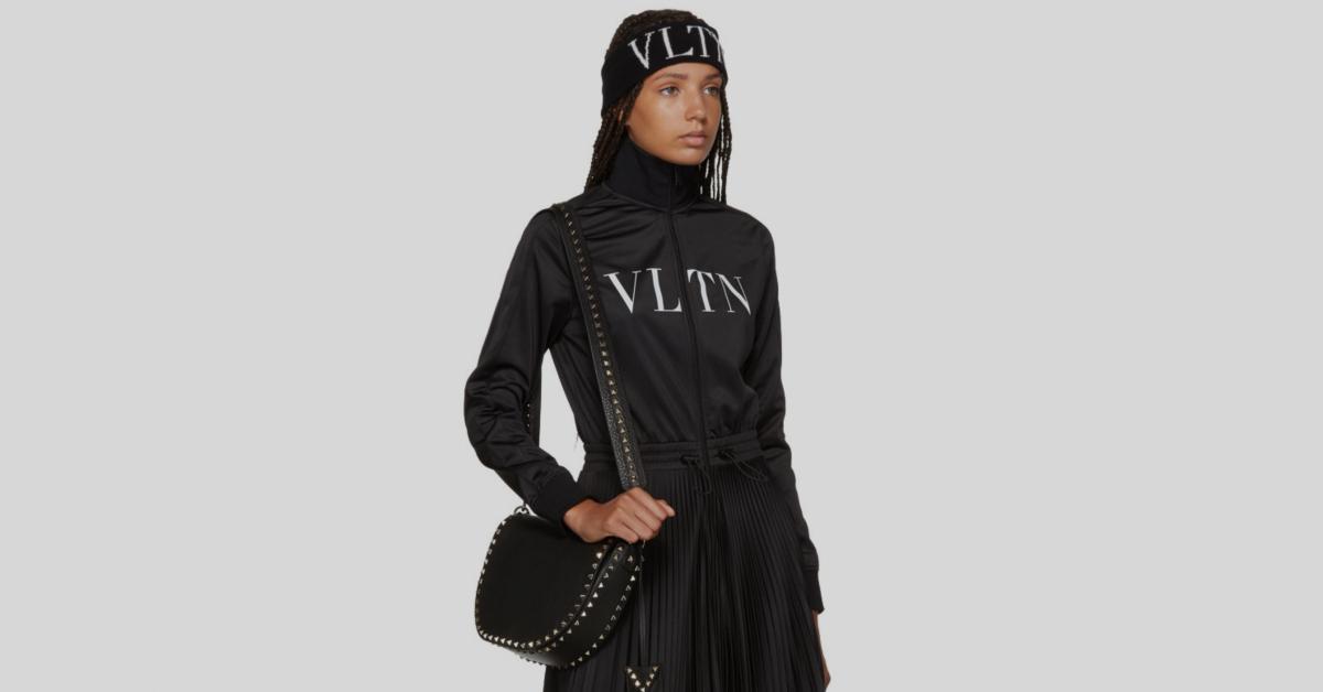 กระเป๋า valentino ของแท้ Black Valentino Garavani Rockstud Saddle Bag