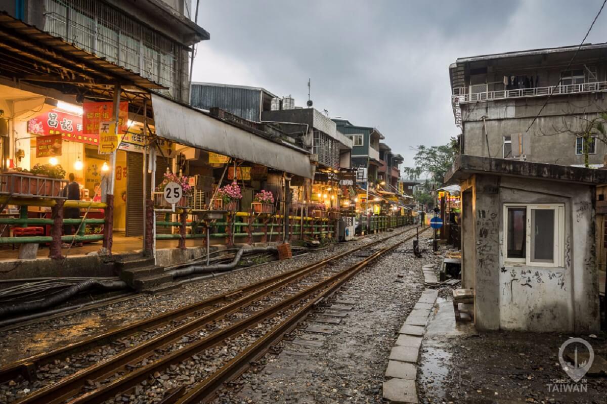 ถนนโบราณซือเฟิ่น (Shifen Old Street)