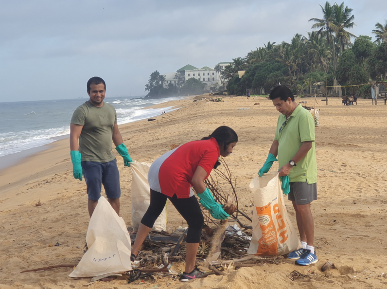 "DFCC Bank employees celebrate ""The World Clean up Day"" with a Beach cleanup campaign 1"
