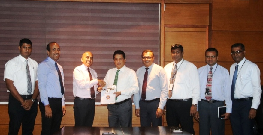 Present at the agreement signing were Mr. Lakshman Silva, CEO DFCC ( 4th from left), and Mr. Manoj Gupta, Managing Director LIOC( 3rd from left).Also in the picture ( left to right) Mr. Surien Gomez, Manager Sales - LIOC, Mr. Girish Rajan, SVP Retail- LIOC, Mr. Achintha Hewanayake Chief Operating Officer- DFCC, ( 5th from left)Mr. Nishan Weerasooriya, Head of IT DFCC, Mr. Gaminda Fernando, Vice President Services and Procurement DFCC, and Mr. Dinesh Jebamani, Assistant Vice President Digital Strategy, DFCC .
