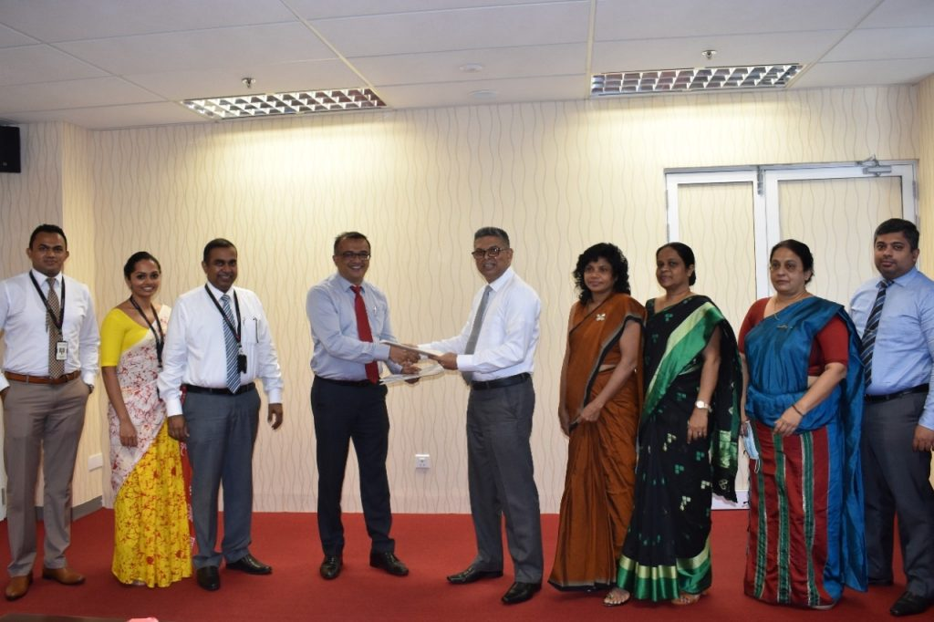 DFCC Bank streamlines customer verification process through MoU signed with the Department for Registration of Persons 1