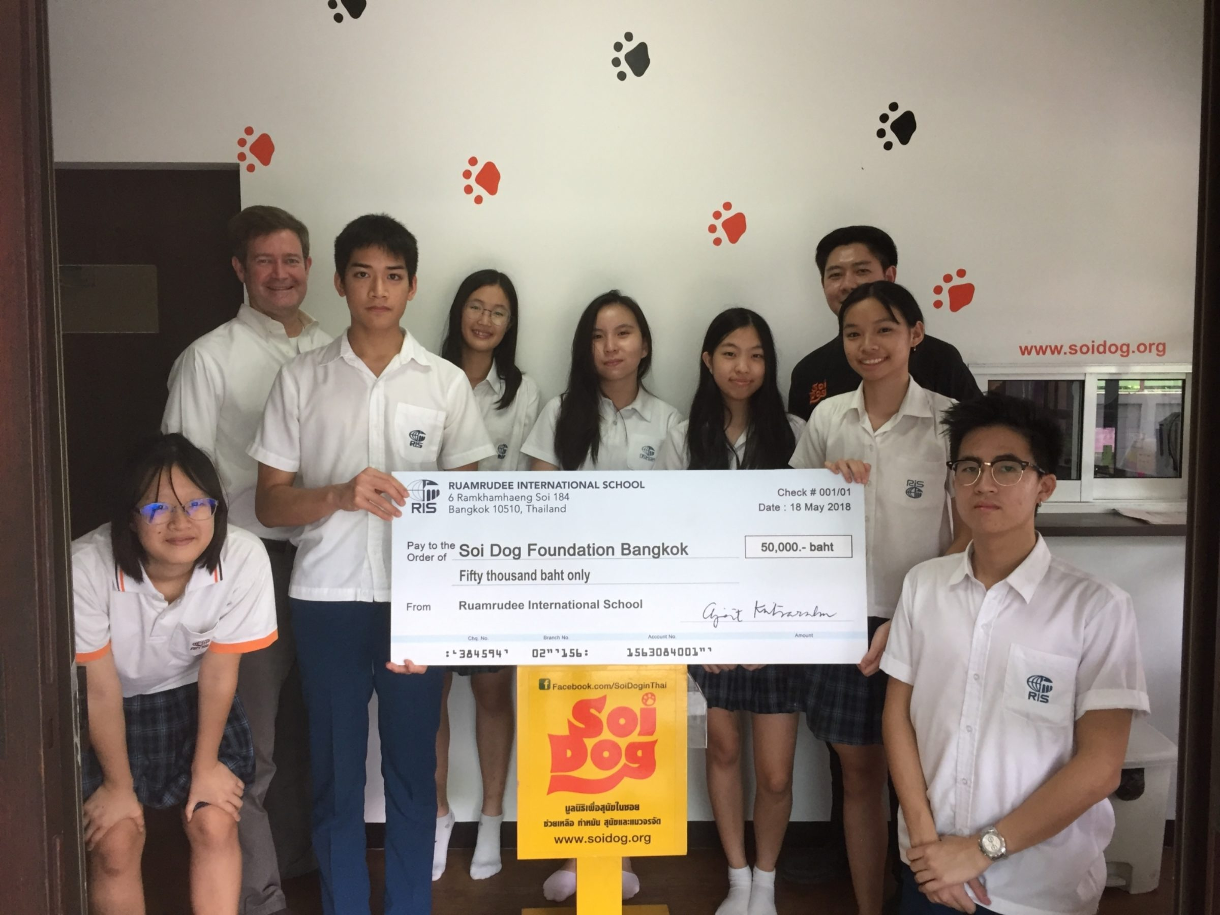 The RIS Soi Dog Committee Visits the Foundation's Headquarters