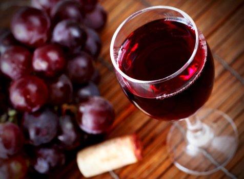 聽過喝葡萄酒能養顏美容?白藜蘆醇3種功效介紹