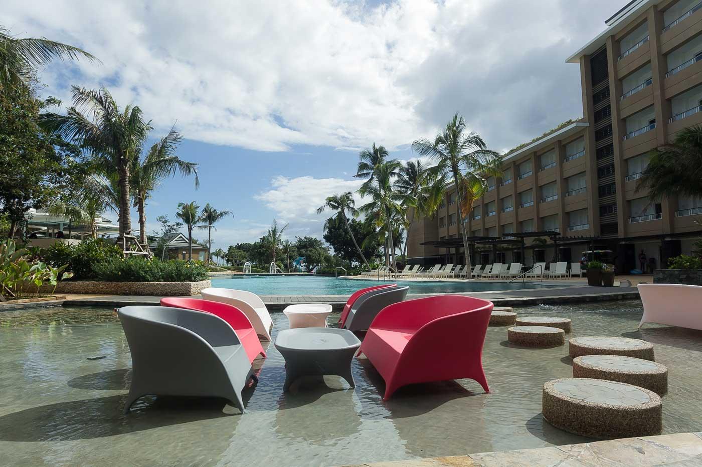 Be-Grand-Resort-Bohol-wet-dining
