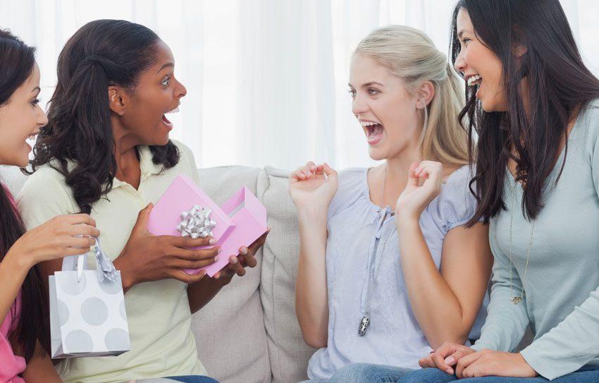 7 Kado Istimewa untuk Sahabat Perempuan yang Anti-mainstream