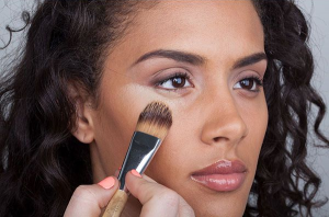 Tips Memilih Warna Concealer yang Tepat