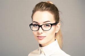 Tips Memilih Frame Kacamata Wanita yang Tepat