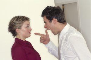 7 Cara Meredam Emosi Suami Saat Pulang Kerja