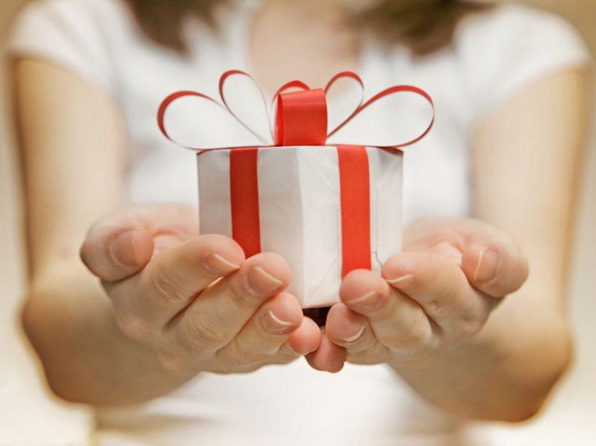 10 Pilihan Hadiah untuk Guru Laki-laki yang Sangat Kalian Hargai