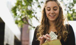 8 Cara Menjadi Wanita Hemat yang Mudah Dllakukan
