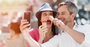7 Cara Menjadi Wanita Humoris yang Disukai Pria