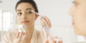 15 Cara Make Up Tahan Lama untuk Wajah Berminyak di Aktifitas yang Padat