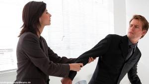10 Alasan Wanita Tidak Boleh Mengejar Pria Terang Terangan