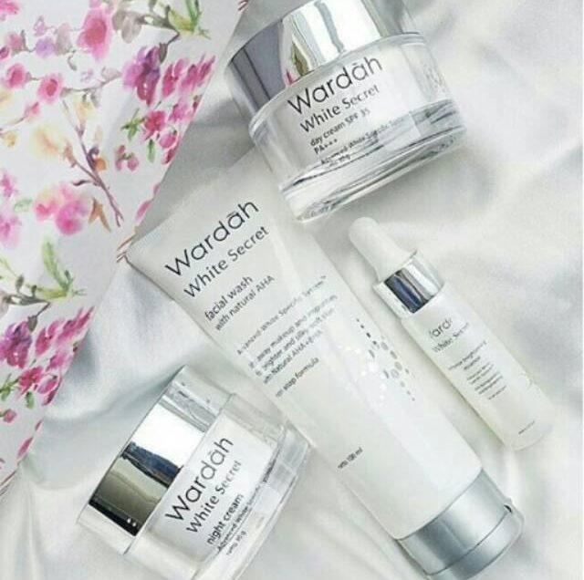 10 Urutan Memakai Skincare Wardah White Secret yang Benar
