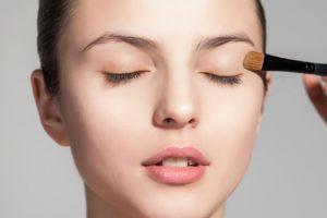 8 Cara Mengatasi Kelopak Mata yang Tidak Sama dan Kendur