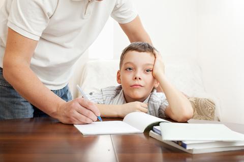 Agar Anak Berprestasi, Begini 9 Cara Mengatasi Anak Malas Belajar