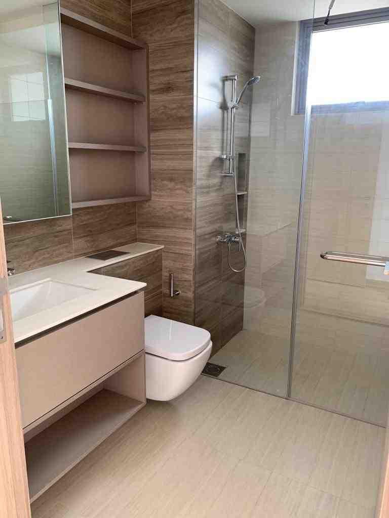 8 master toilet