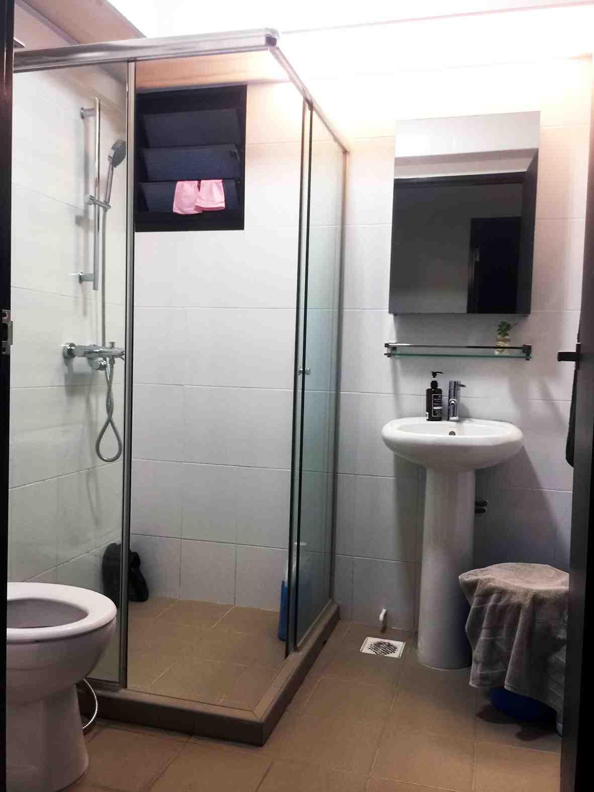 007 common bathroom