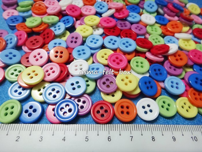 round buttons 11mm 4 holes.JPG