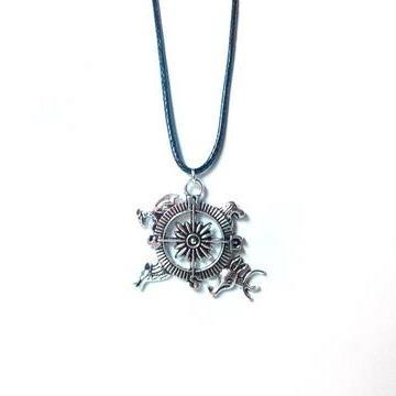 game-of-thrones-compass-necklace-1_large_zpsbdrgxnv6