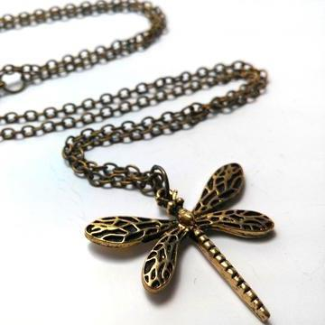 game-of-thrones-sansa-stark-dragonfly-necklace-2_large_zpsnrweyrx4
