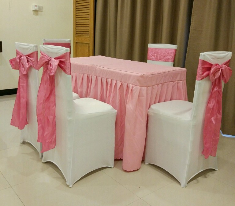 ROM Table And Chairs Rental Set C