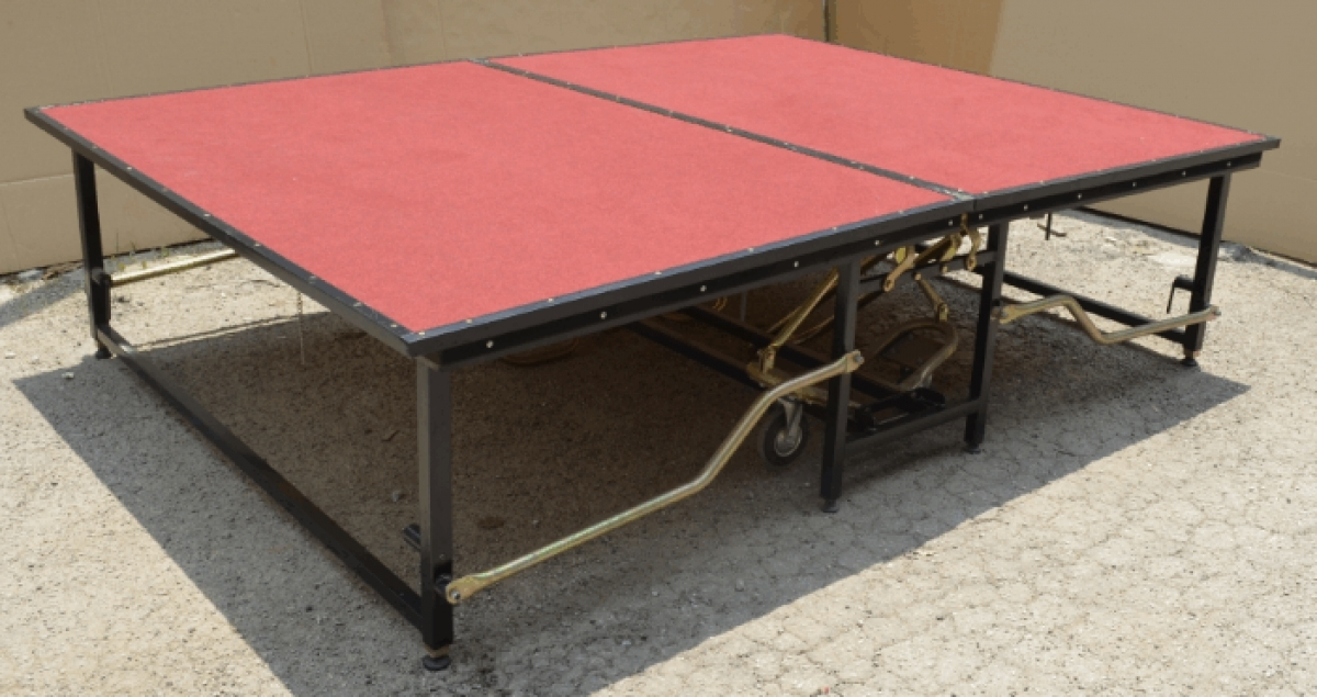 6 X 8 Fixed Height Mobile Stage With Steps Model A Ms68