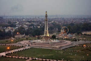 Eye_Of_Lahore_Minar_e_Pakistan_evening