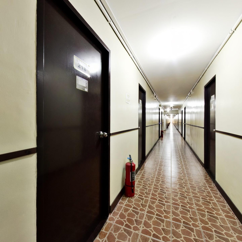 宿舍走廊-HELP-Clark