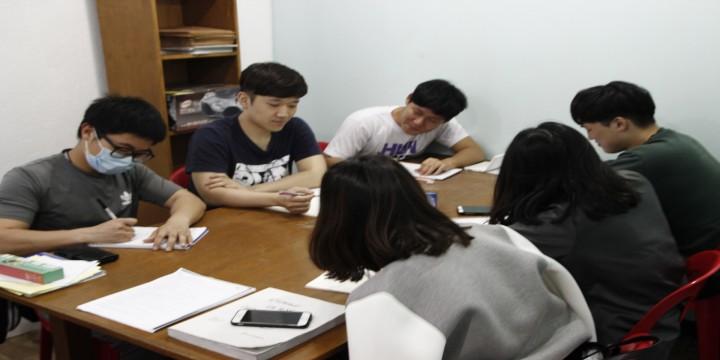 專業的文法老師,紮實的給予學生訓練