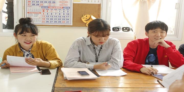 跟韓國學生一起對話交流