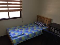 HELP語言學校宿舍-克拉克校區6人房-床鋪和桌椅-菲律賓遊學