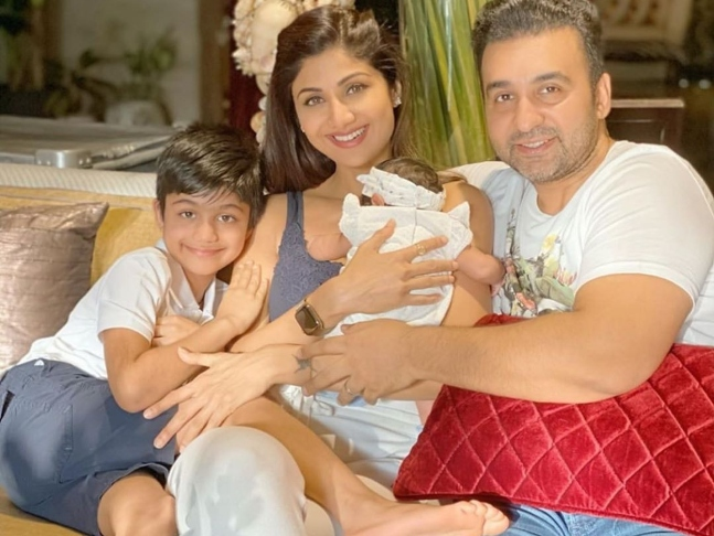 Shilpa Shetty shares an endearing family picture as her daughter Samisha  turns 40 days old; actress to seek blessings at temple at home due to  COVID-19 lockdown