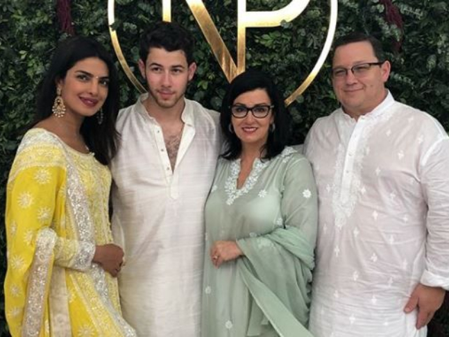 Priyanka Gets Priceless Gift From Nick S Mom Newlyweds Cut An 18 Ft