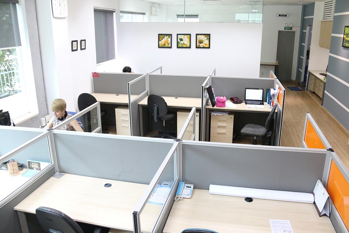 bàn làm việc tại Văn Phòng Ảo Quận 1