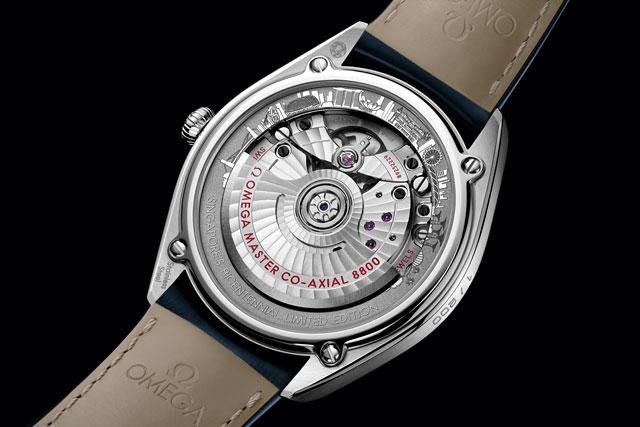 The caseback of the Omega Singapore edition features the country's famed landmarks