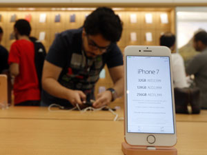 Apple seeks tax breaks for suppliers to make iPhones in India