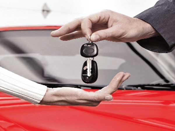 Car sales moderate despite discounts