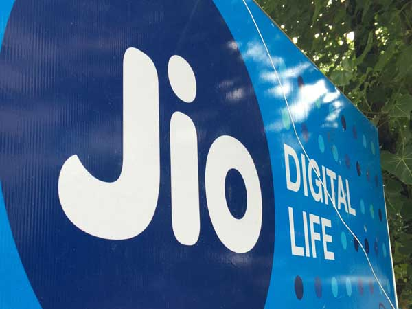Jio begins war preparations for 5G launch in 2020,  in talks with vendors for assembling handsets
