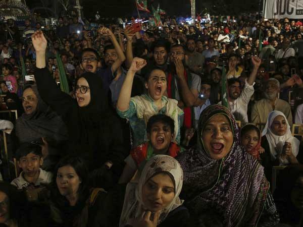 Pak polls through a survey lens