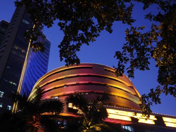 Sensex tanks 572 points on global equity meltdown