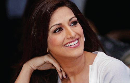 Sonali Bendre returns to work after cancer treatment