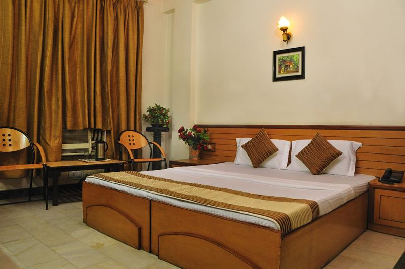 Star Group of Hotels are among the best budget hotels in Delhi.We invite you to stay at any of our hotels in  in paharganj.in gurgaon.in delhi airport. in karol bagh. and make your holiday or business trip memorable. Feel free to contact us - by Star Group of Hotels @ +91-9 8 1 1 3 8 8 6 6 6, South Delhi