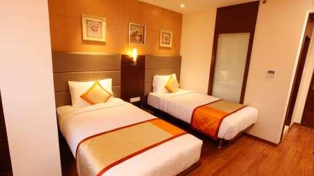Deluxe Rooms Our 225 sq. ft. Deluxe Rooms are spaciously appointed and elegantly furnished. The rooms come equipped with twin beds, making them an ideal choice for travellers looking to share a room. Hotels In Jayanagar - by Best Western  Jagdish, Bangalore