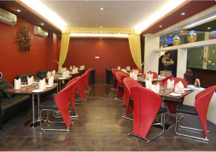 Bawarchi Delite restaurant offers North Indian food with a wide range of options available for both, vegetarians as well as non-vegetarians food lovers. Come and enjoy the tasty delicious food here.  #Restaurant with live music & bar in vai - by Bawarchi Delite | 91- 9927532225, Vaishali