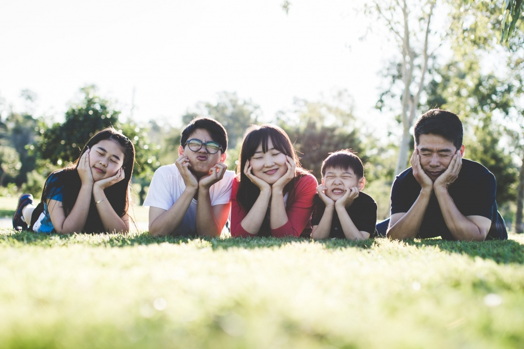 a family making funny faces人像攝影價錢