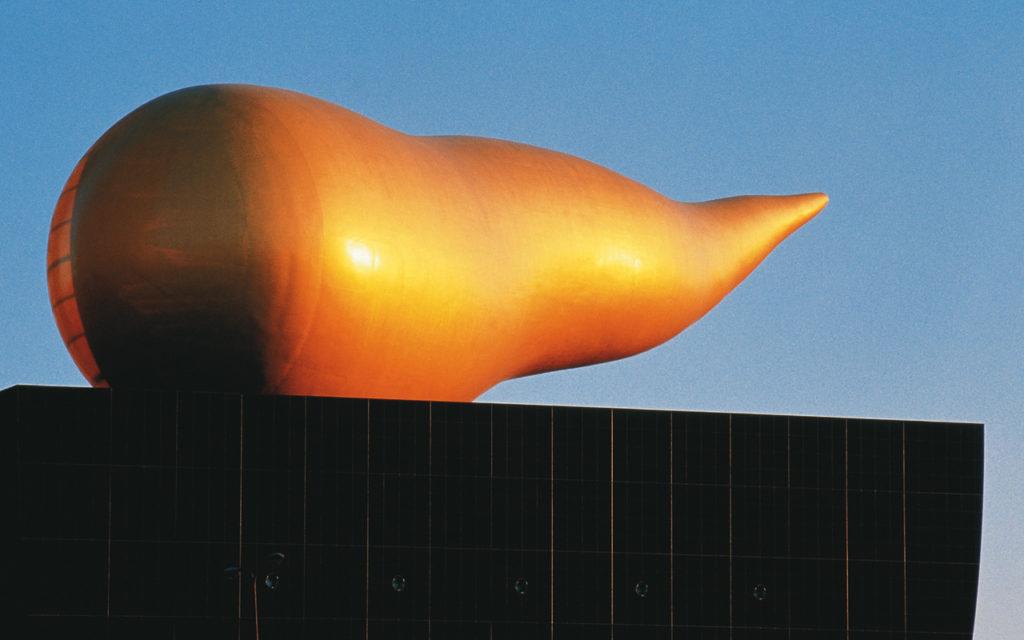 被戲稱為「金色便便」的日本朝日啤酒大樓(Asahi Beer Hall),已成為日本知名觀光景點。pic via starck.com