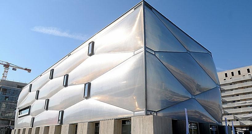 為法國一間健身運動中心打造有如泡泡般的建築外形。pic via designboom