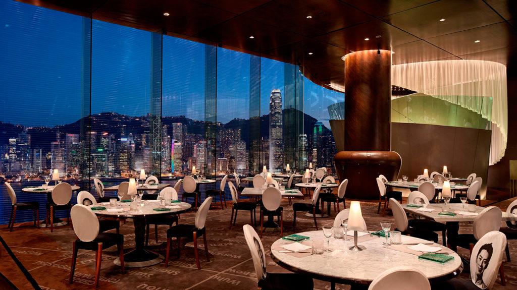 為香港半島酒店所設計的「Felix Bar」,散發奢華氣息。pic via The Peninsula Hong Kong